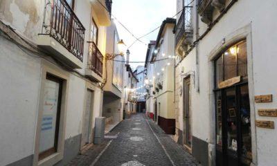 Rua Direita Iluminada