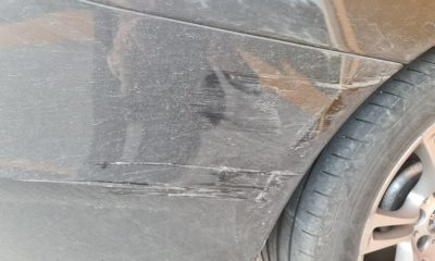 Carro danificado porta