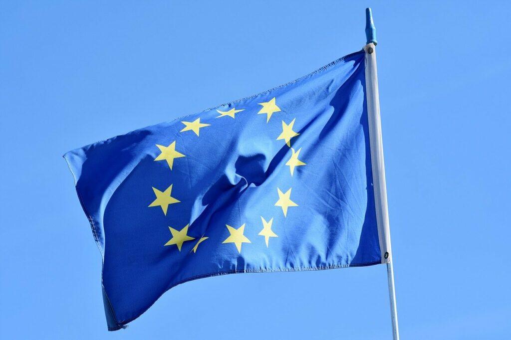Bandeira UE hasteada