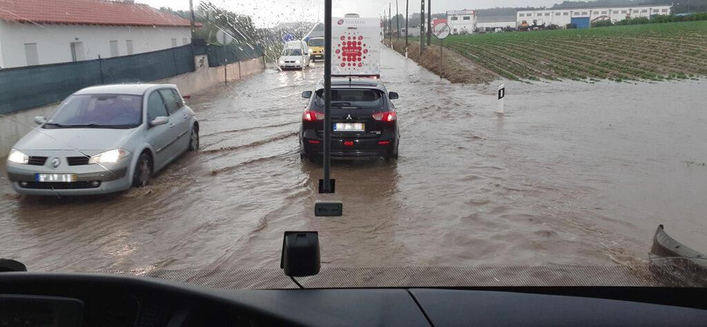 Estrada inundada